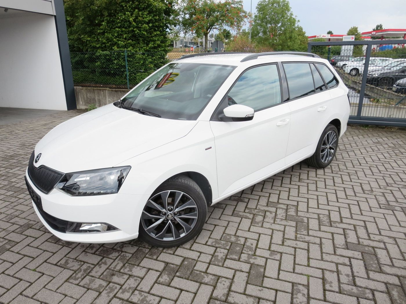 skoda fabia 1 0tsi ambition drive kamera gebrauchtwagen. Black Bedroom Furniture Sets. Home Design Ideas