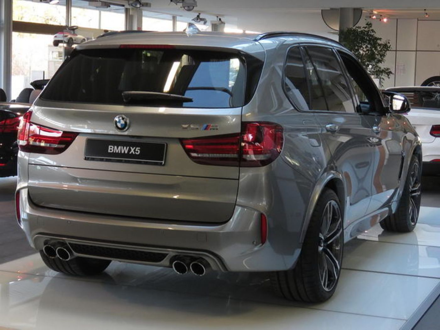 bmw x5 m navi ahk sca alu21 tv glasdach jahreswagen. Black Bedroom Furniture Sets. Home Design Ideas